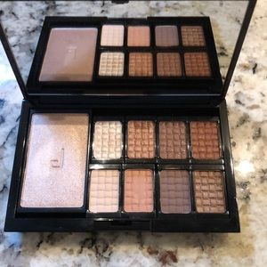 Doucce eyeshadow and highlighter palette in Nude